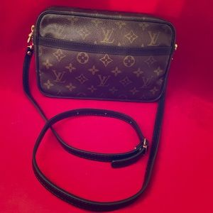 🔱🖤👜 Louis Vuitton Crossbody Bag